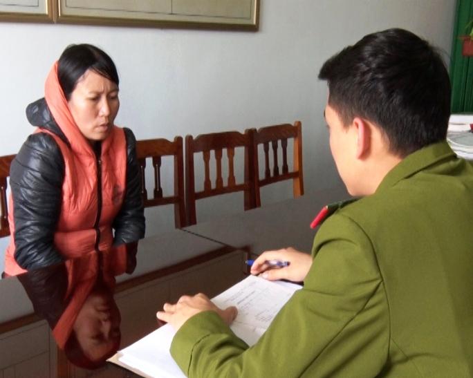 """""""Nữ quái"""" Trần Thị Ngọ tại cơ quan điều tra - ảnh V.Hùng"""