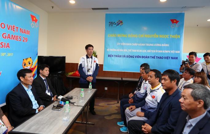 Bộ trưởng Nguyễn Ngọc Thiện: Thủ tướng kỳ vọng 2 HCV bóng đá  - Ảnh 1.