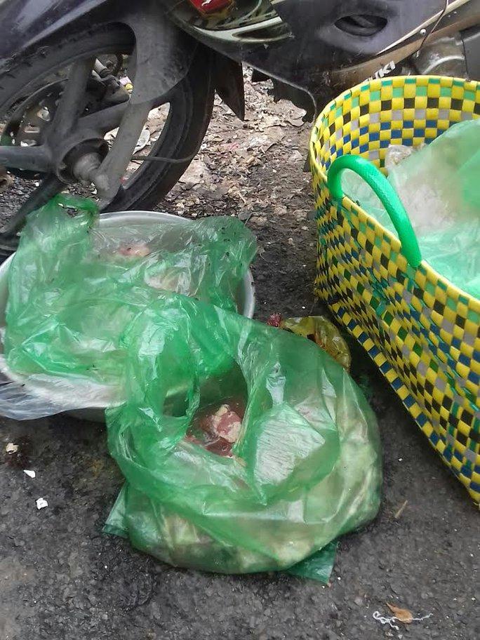 Mối lo thực phẩm bẩn từ các chợ tạm phục vụ công nhân - Ảnh 5.