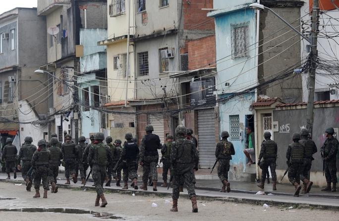 Brazil: Quân đội cũng bó tay với tội phạm? - Ảnh 1.