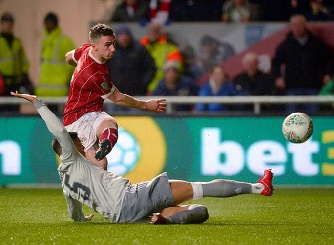 Gục ngã phút 93, Man United thành cựu vương League Cup - Ảnh 2.