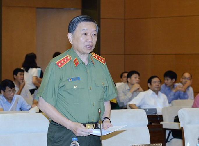 Bộ trưởng Tô Lâm nói gì về việc bỏ sổ hộ khẩu? - Ảnh 1.