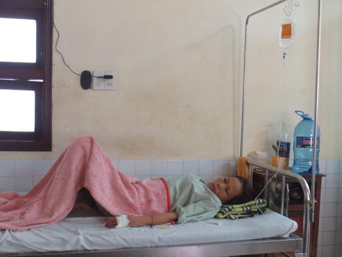 Chị Cáp Thị Lộc điều trị bệnh thiếu máu tại BV Trung ương Huế 15 năm nay.