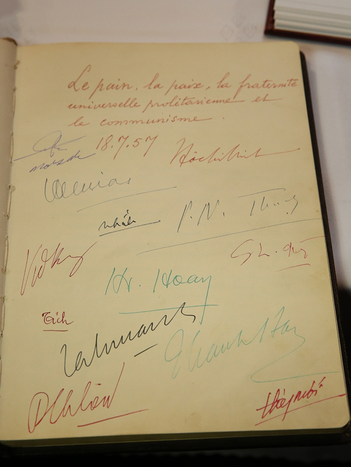 Đặt biển đồng lưu niệm Chủ tịch Hồ Chí Minh thăm Slovakia - Ảnh 4.