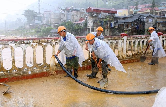 Thủ tướng: Yên Bái, Sơn La tiếp tục di dời dân khỏi vùng nguy hiểm - Ảnh 10.