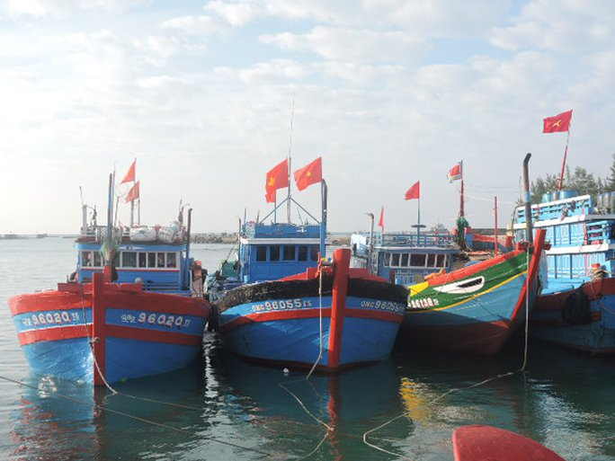 Các tàu cá của ngư dân Lý Sơn chuẩn bị vươn khơi tại Hoàng Sa - Trường Sa