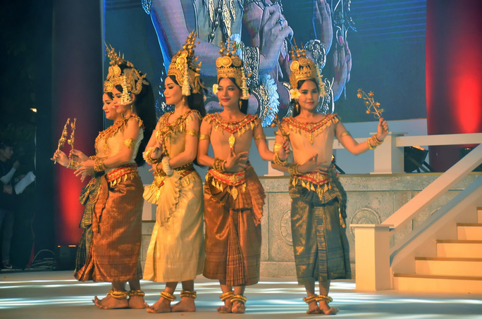 Ngắm nghệ sĩ Việt - Hàn - Nga - Campuchia lộng lẫy trên sân khấu - Ảnh 10.