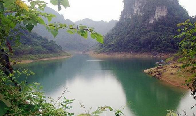 Mê muội với hồ Thang Hen nơi sơn cốc Cao Bằng - Ảnh 1.