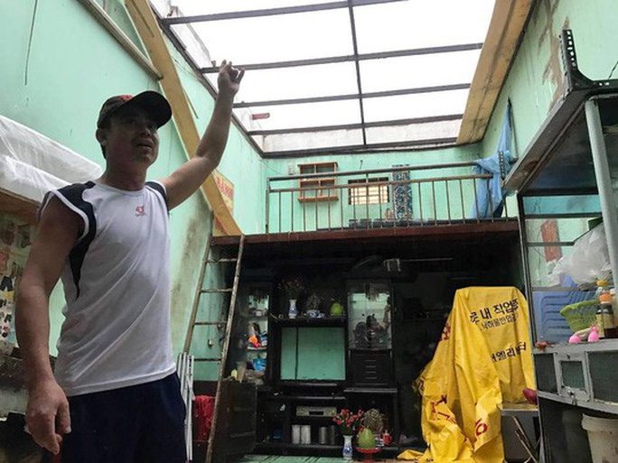 Ảnh hưởng bão số 14, nhiều nơi ở TP HCM thiệt hại nặng - Ảnh 7.