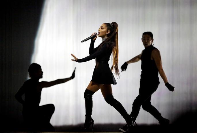Xôn xao chuyện liveshow Ariana Grande bị hủy - Ảnh 2.