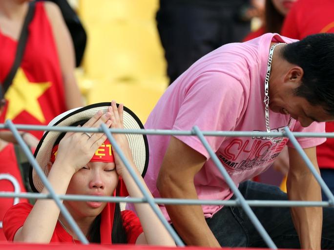 Chùm ảnh: Nước mắt Việt Nam tại Selayang sau trận thua của U22! - Ảnh 7.
