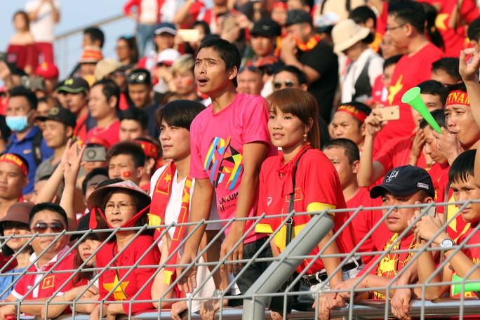 Chùm ảnh: Nước mắt Việt Nam tại Selayang sau trận thua của U22! - Ảnh 12.