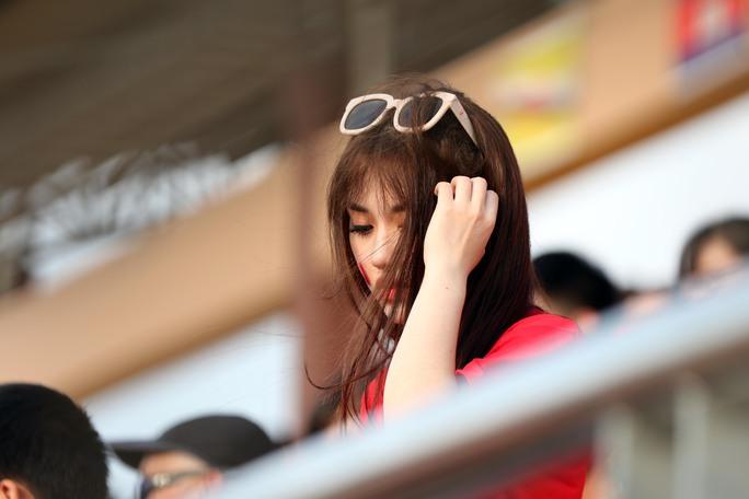 Chùm ảnh: Nước mắt Việt Nam tại Selayang sau trận thua của U22! - Ảnh 2.