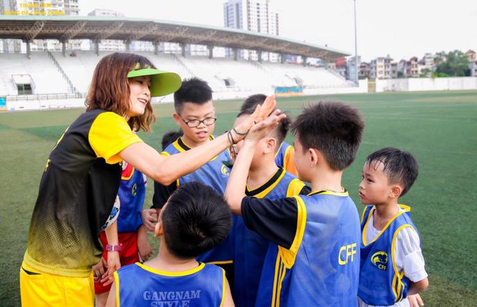 Ngọc Châm làm bóng đá cộng đồng - Ảnh 1.