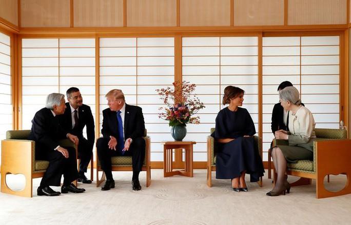 Ông Donald Trump không cúi người chào Nhật hoàng - Ảnh 5.