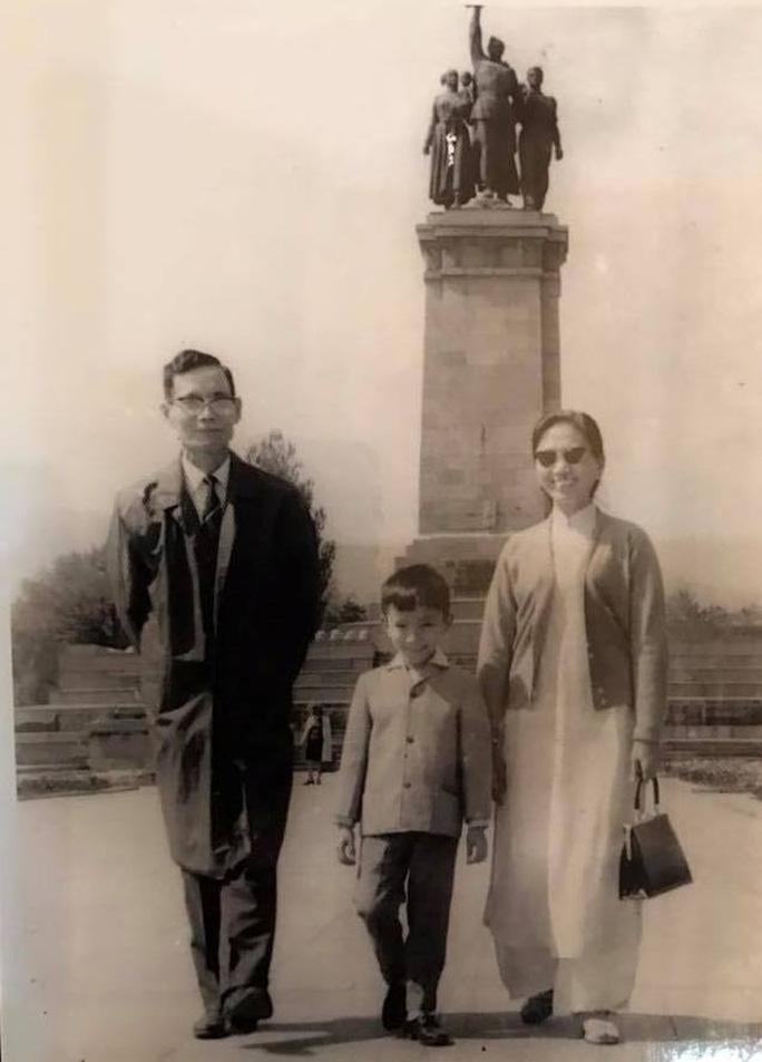Đại sứ Phạm Sanh Châu và cha mẹ