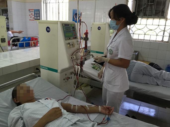 18 bệnh nhân chạy thận cùng sốc phản vệ, 6 người tử vong - Ảnh 1.