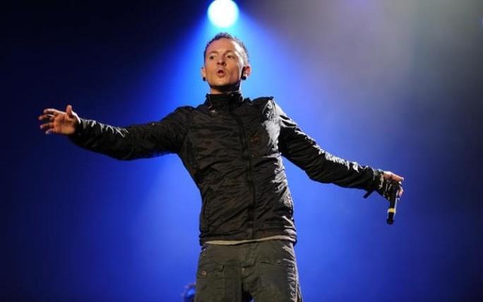 Sao sốc vì giọng ca chính nhóm Linkin Park tự tử - Ảnh 1.
