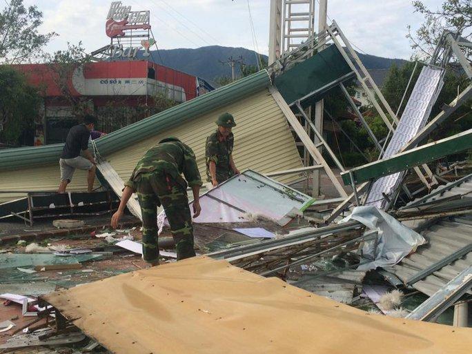 Quân khu 4 điều 400 chiến sĩ tới Hà Tĩnh giúp dân sau bão - Ảnh 5.