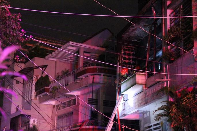 Cháy nhà lúc nửa đêm, cả gia đình nháo nhào thoát thân - Ảnh 2.