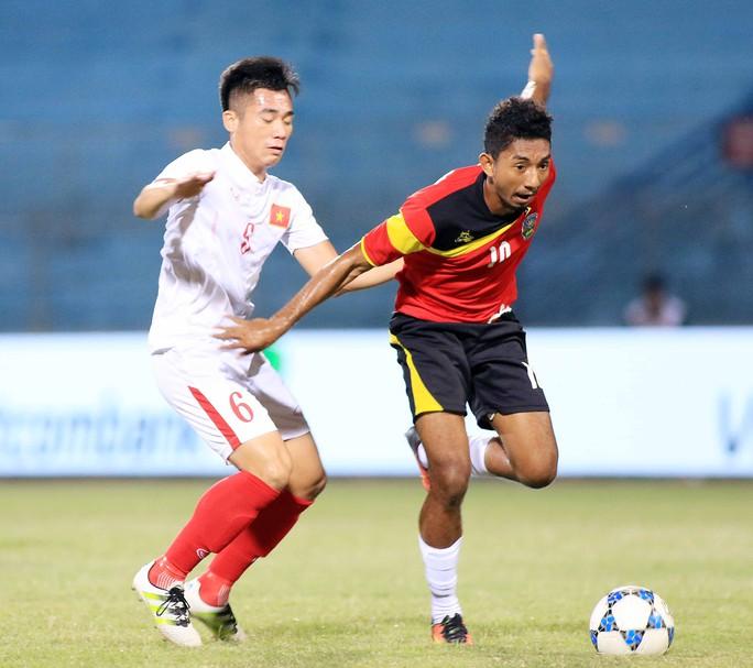 Tuyển thủ U19 Việt Nam Bùi Tiến Dụng (6) được Than Quảng Ninh đăng ký trong thành phần dự V-League 2017 Ảnh: HẢI ANH