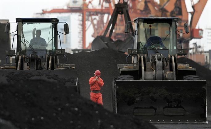 Cảng Đan Đông, tỉnh Liêu Ninh gần biên giới Trung Quốc - Triều Tiên là một trung tâm nhập khẩu than và quặng sắt từ Triều Tiên Ảnh: REUTERS