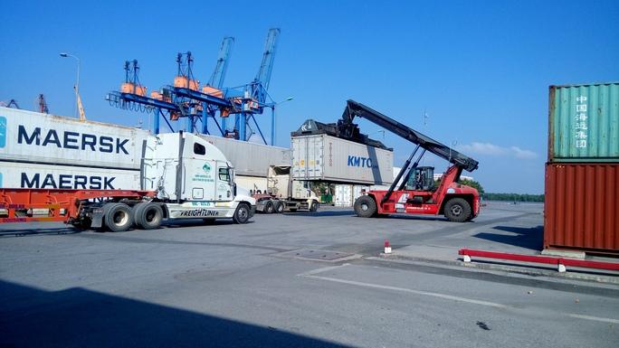 Xếp dỡ hàng hóa tại cảng biển Hải Phòng Ảnh: Trọng Đức