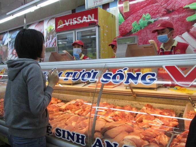 Giá thịt heo tại các trung tâm thương mại, siêu thị ở TP HCM đã giảm nhiều Ảnh: Ngọc Ánh