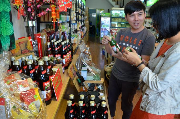 Giỏ quà Tết bằng thực phẩm hữu cơ được nhiều người tiêu dùng quan tâm Ảnh: Tấn Thạnh