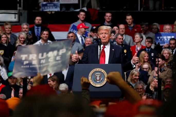 Tổng thống Donald Trump phát biểu trước những người ủng hộ ở TP Nashville, bang Tennessee ngày 15-3 Ảnh: REUTERS