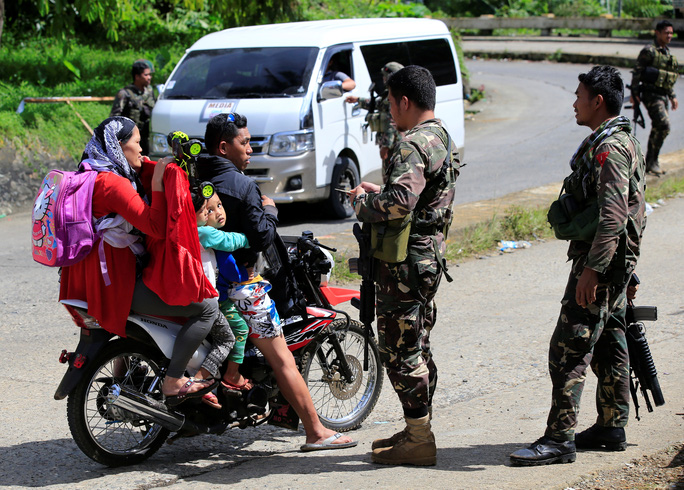 Mỹ bắt tay Philippines chống IS - Ảnh 1.