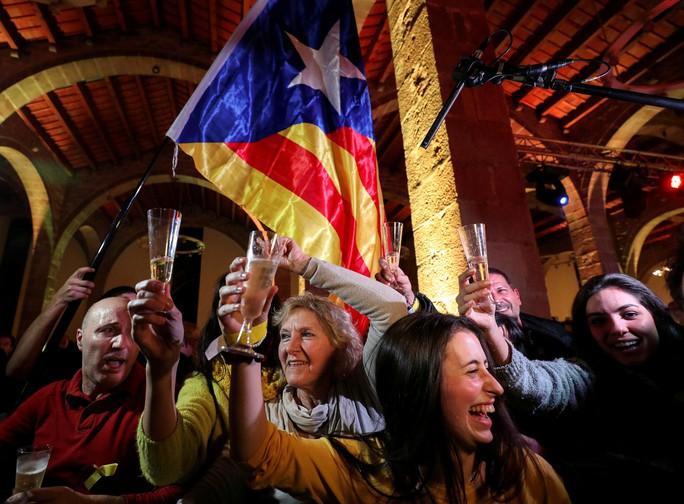 Catalonia: Khó phân thắng bại - Ảnh 1.