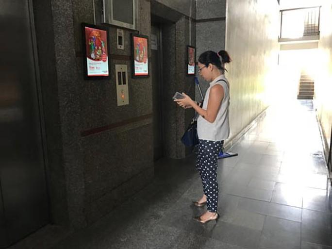 Sáng 12-4, ghi nhận cho thấy việc ra vào chung cư Hoàng Anh Gia Lai (quận 7, TP HCM) rất dễ dàng đối với người lạ Ảnh: LÊ PHONG