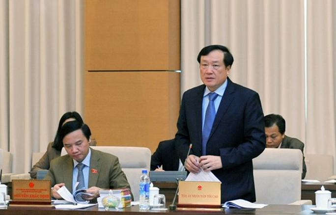 Chánh án TAND Tối cao Nguyễn Hòa Bình cho hay nhiều cơ quan khẳng định việc vận dụng bồi thường cho ông Nguyễn Thanh Chấn không đúng Ảnh: NGUYỄN NAM