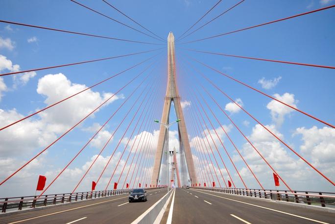 Cầu Cần Thơ khánh thành và đưa vào sử dụng năm 2010, góp phần đưa nhiều doanh nghiệp FDI đến với ĐBSCL Ảnh: Ngọc Trinh
