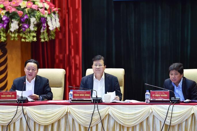 Phó Thủ tướng Trịnh Đình Dũng chủ trì hội nghị về tích tụ, tập trung đất đai phát triển nông nghiệp vào ngày 14-4 Ảnh: ĐÔNG BẮC