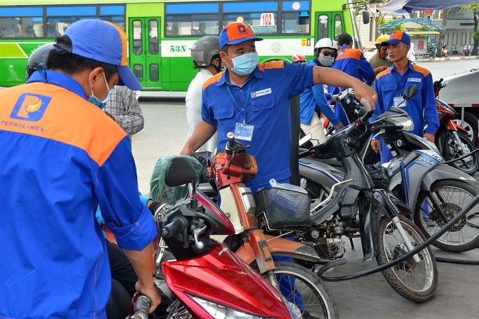 Đóng thuế xăng dầu là trách nhiệm!? - Ảnh 1.