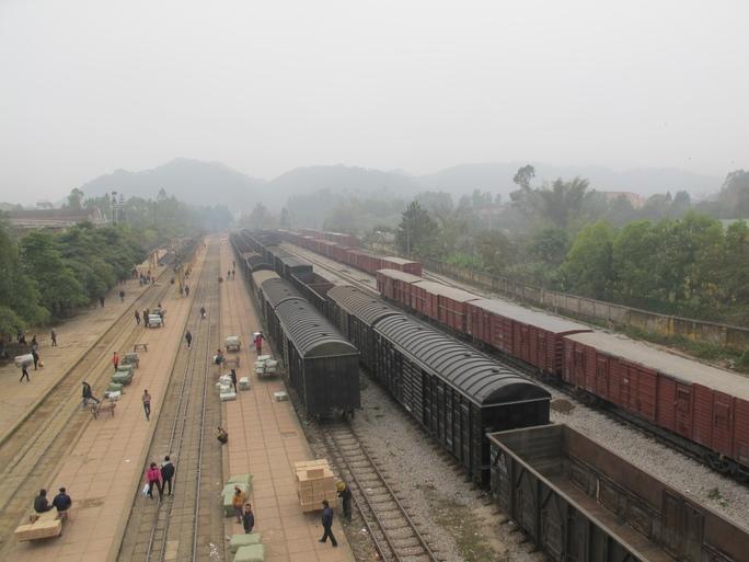 Đường sắt loay hoay khắc phục điểm nghẽn - Ảnh 1.