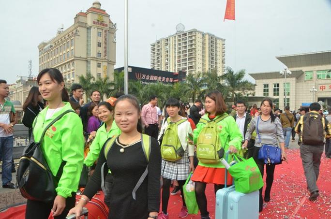 Du khách Trung Quốc đến Việt Nam qua cửa khẩu Móng Cái