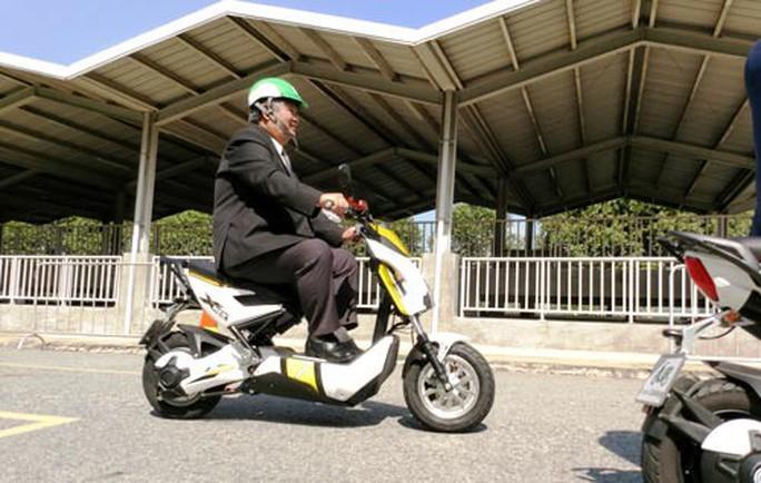 TP HCM thí điểm cho thuê xe máy điện - Ảnh 1.