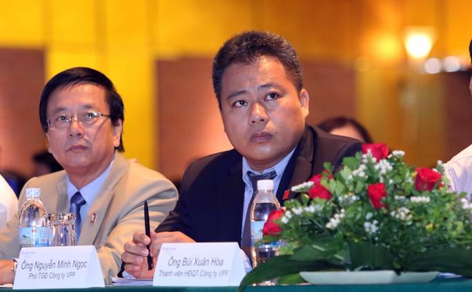 Ông Nguyễn Minh Ngọc (phải) trong một cuộc họp của VPF trước đây Ảnh: Quang Liêm