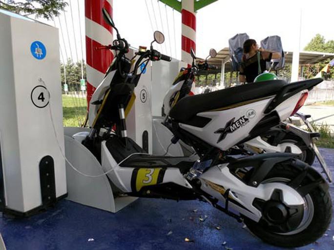 TP HCM thí điểm cho thuê xe máy điện - Ảnh 2.