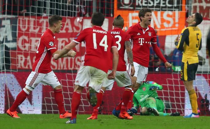 Mueller sau bàn thắng thứ 5 cho Bayern Munich ở trận đại thắng Arsenal 5-1 Ảnh: REUTERS