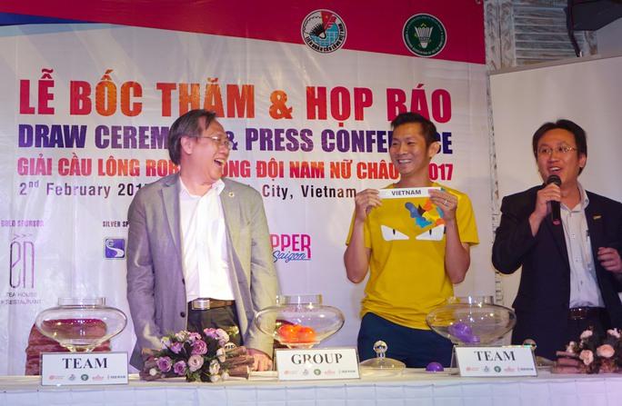 Tiến Minh trong lễ bốc thăm sáng 2-2 Ảnh: Quang Liêm
