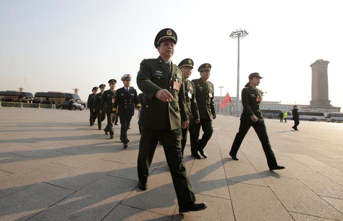 Phái đoàn quân đội Trung Quốc tại Quảng trường Thiên An Môn ngày 4-3 Ảnh: REUTERS