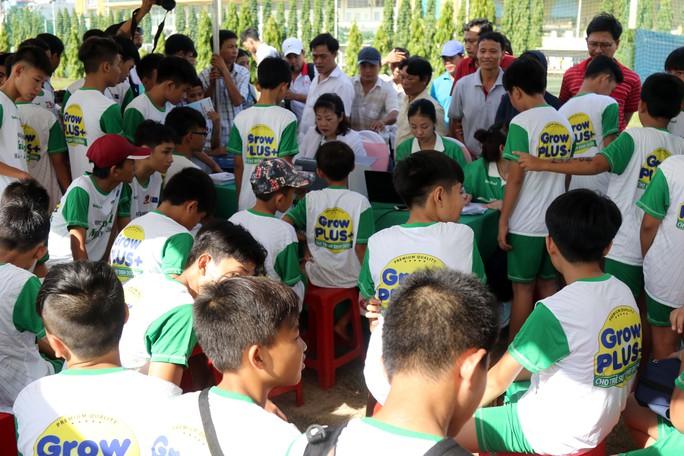 Gần 1.000 thí sinh dự tuyển vào khoá 2 Học viện bóng đá Nutifood - Ảnh 7.