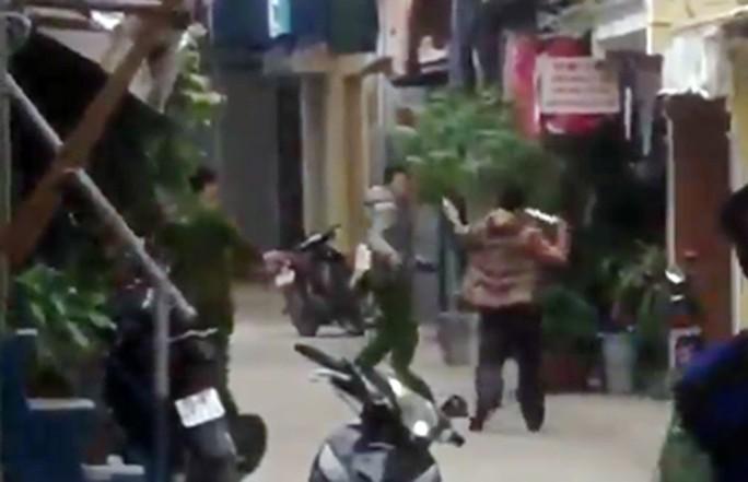 Ngáo đá, gã đàn ông đâm trọng thương phó công an phường - Ảnh 1.