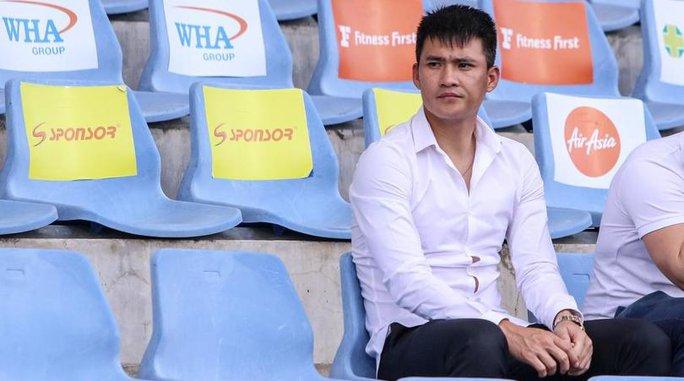 Sang Thái Lan, Công Vinh không dám trốn vợ đi chơi - Ảnh 1.