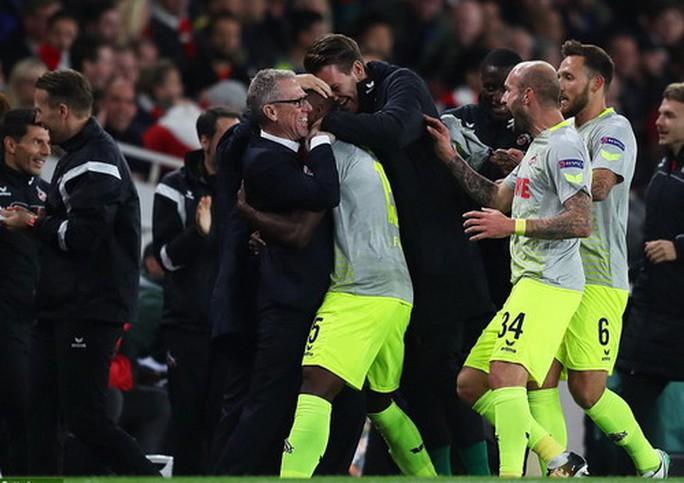 Sanchez lập siêu phẩm, Arsenal ngược dòng hạ đẹp Cologne - Ảnh 4.