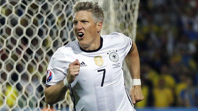 """Rời M.U, Schweinsteiger sang Mỹ """"dưỡng già"""""""